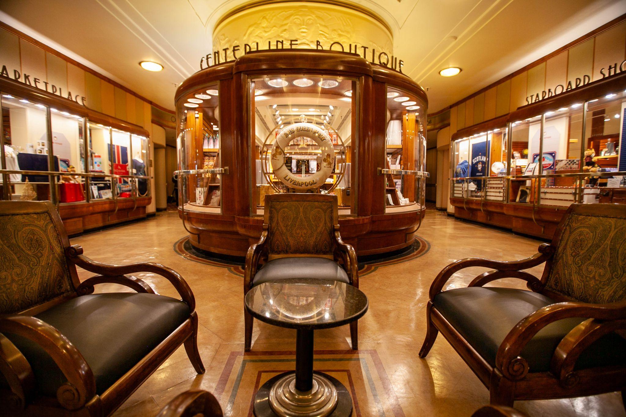 Gift Shop Queen Mary, Long Beach, California, USA
