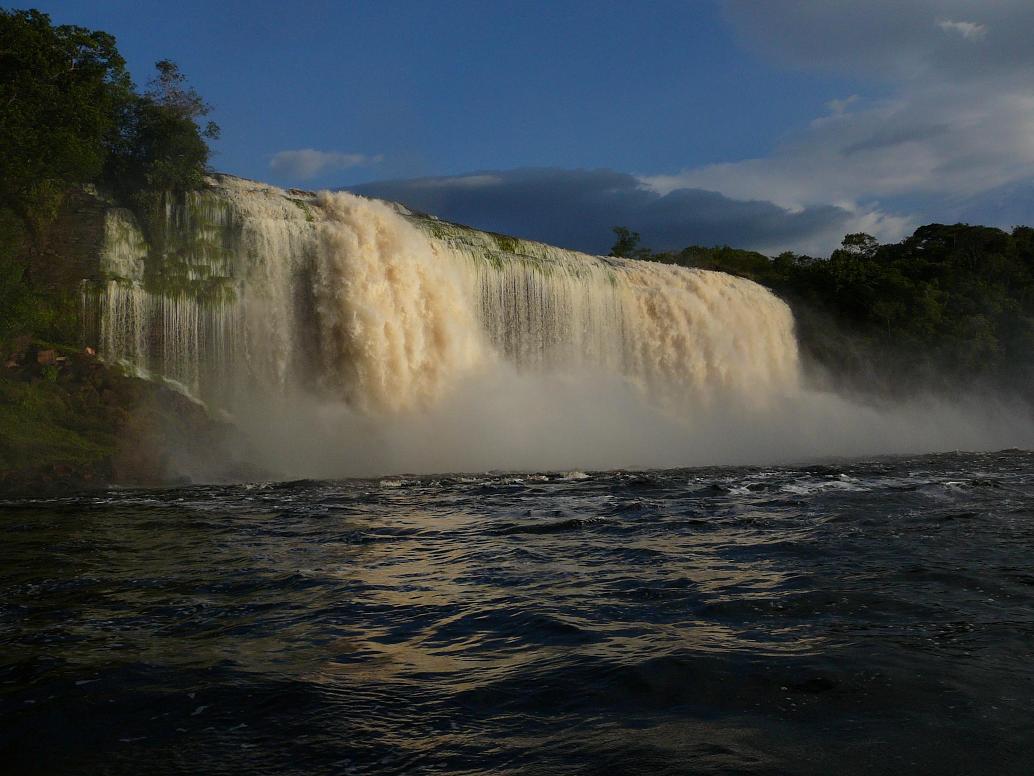 Salta Hacha Canaima National Park Venezuela, Venezuela
