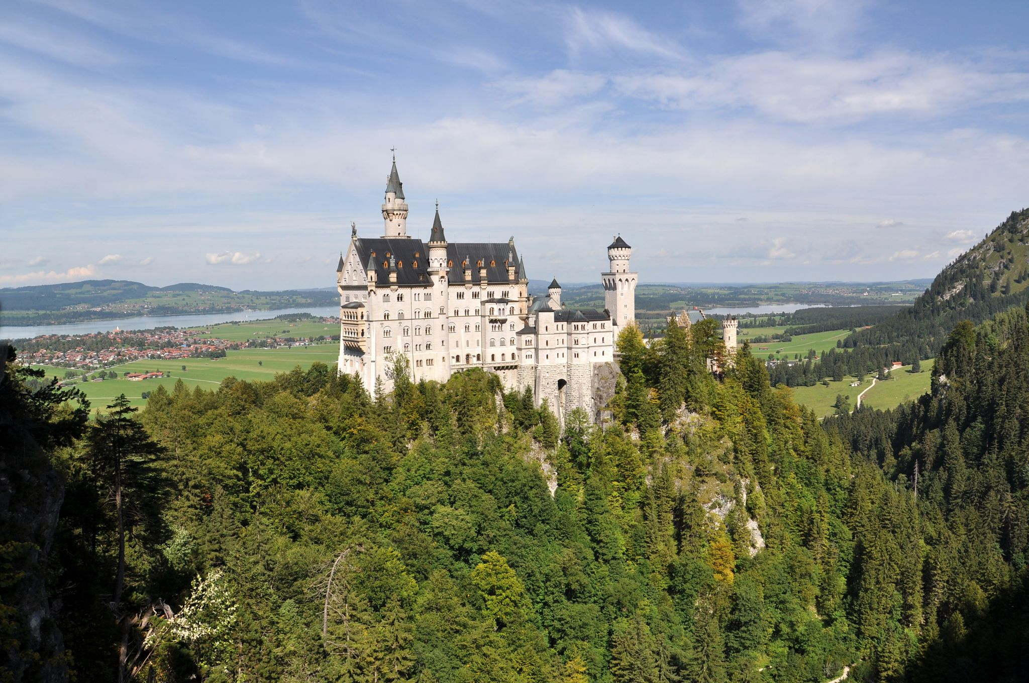 Neushwanstein Castle. The classical view., Germany