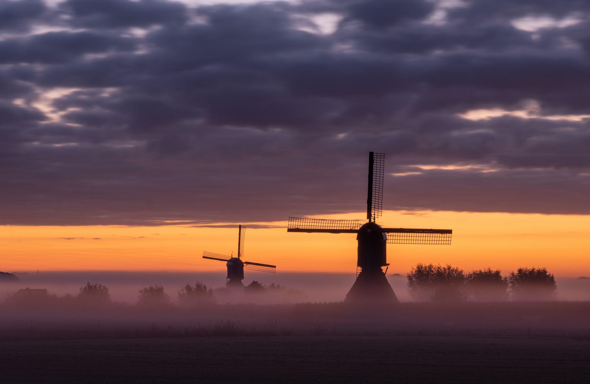 Zandwijkse and Uitwijkse molen, Netherlands
