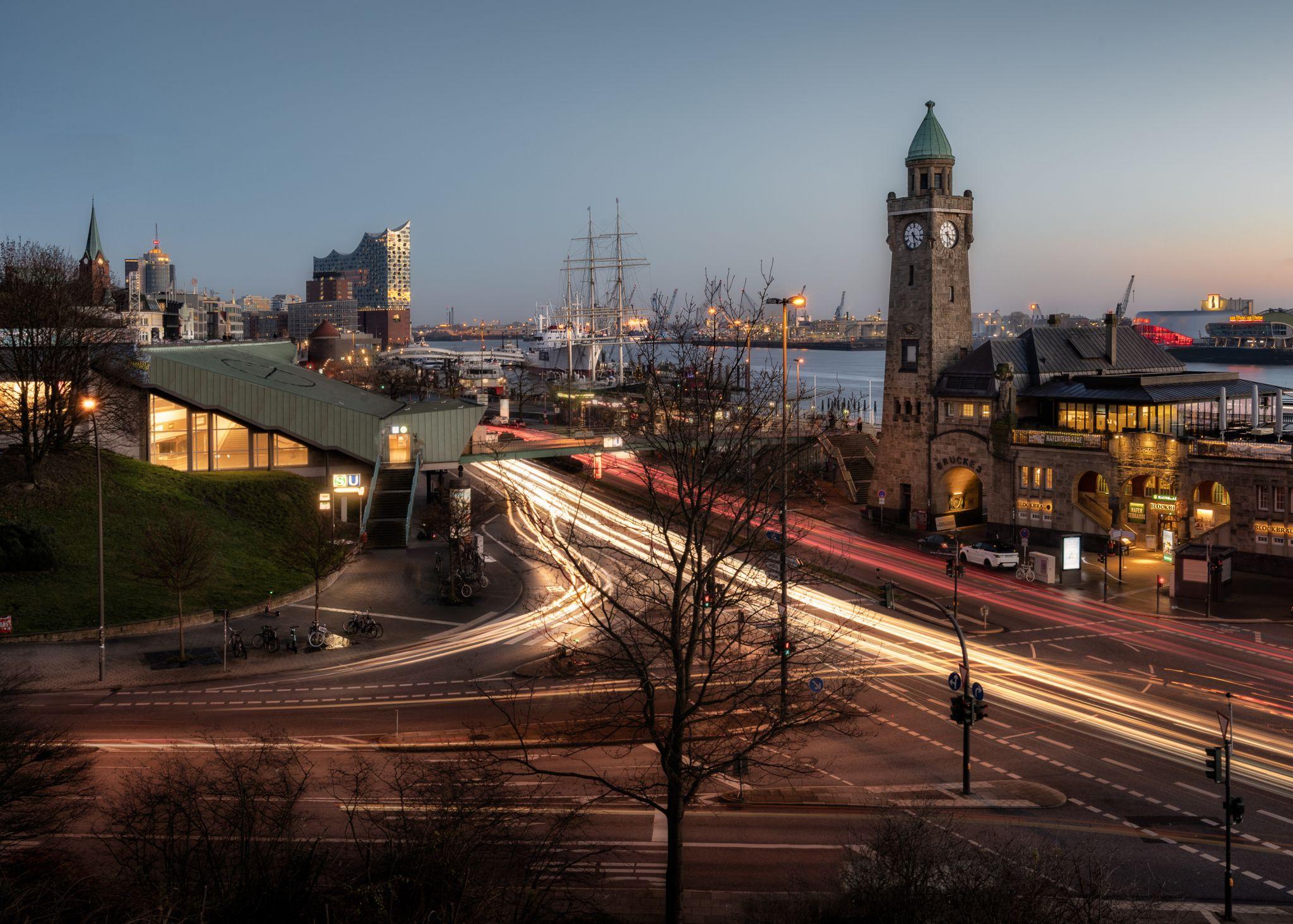 Landungsbrücken und Elbphilharmonie, Germany