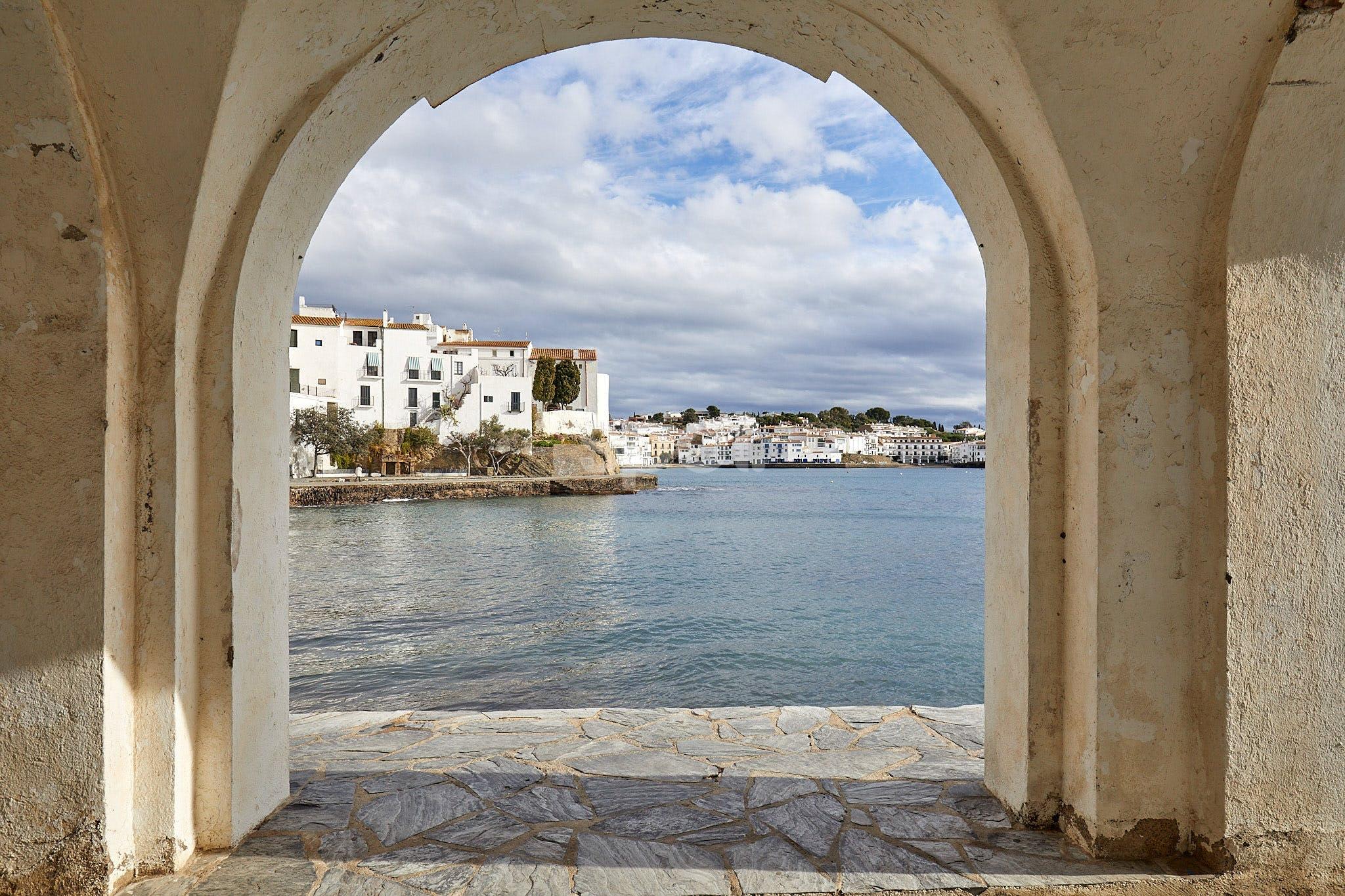 Arco al puerto, Spain