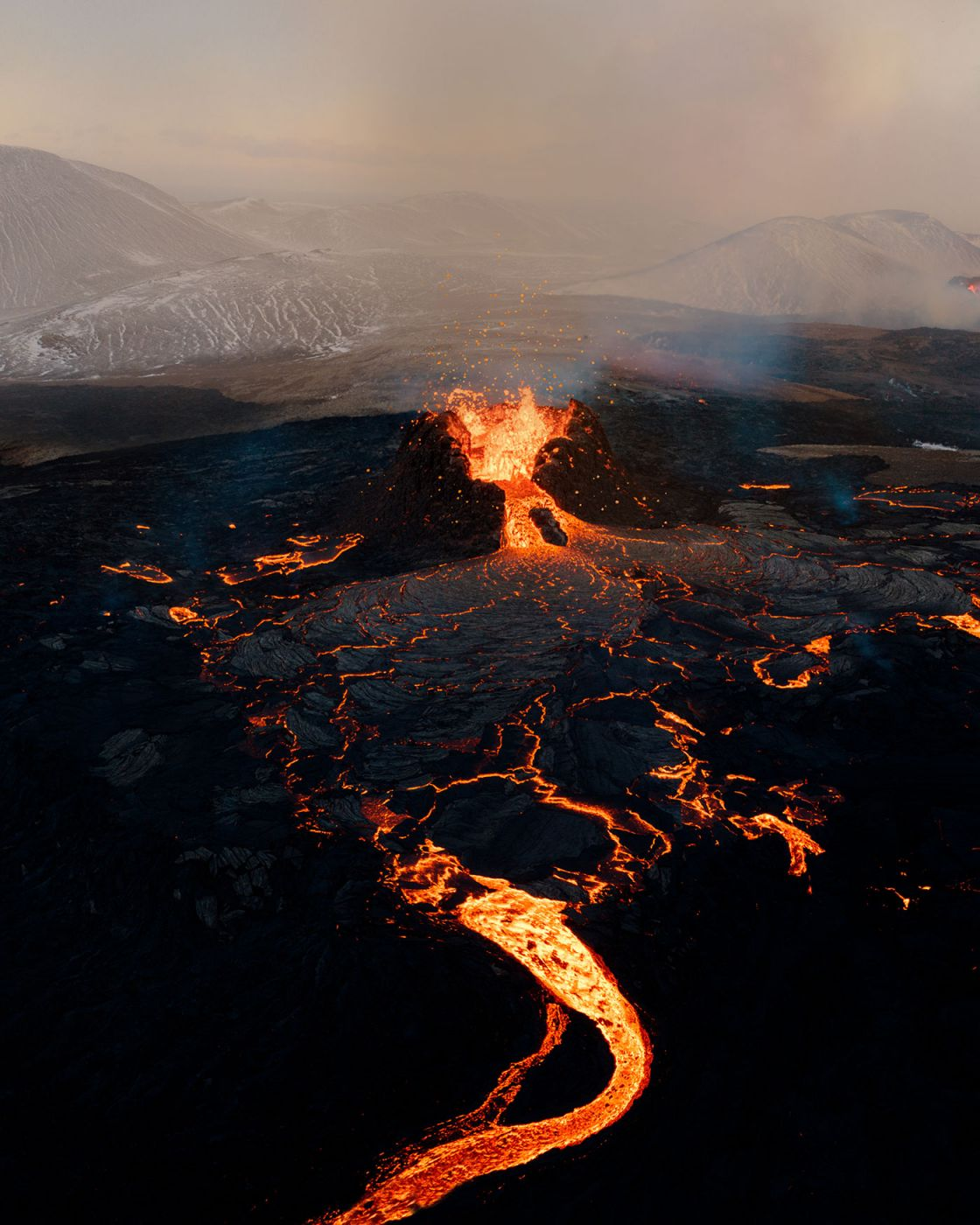 Stunning Photography from an erupting Volcano in Iceland