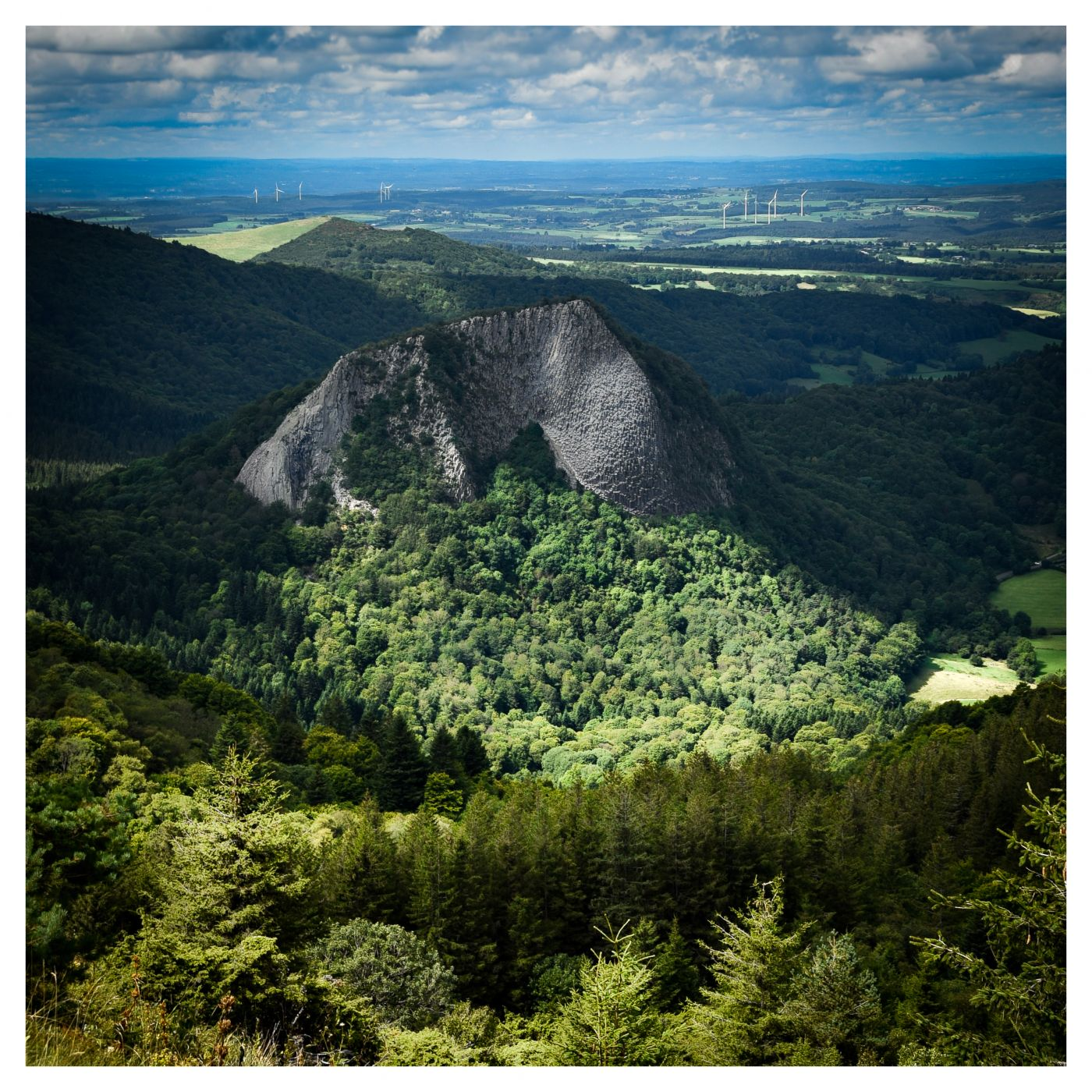 Point de vue Roches Tuilière et Sanadoire, France