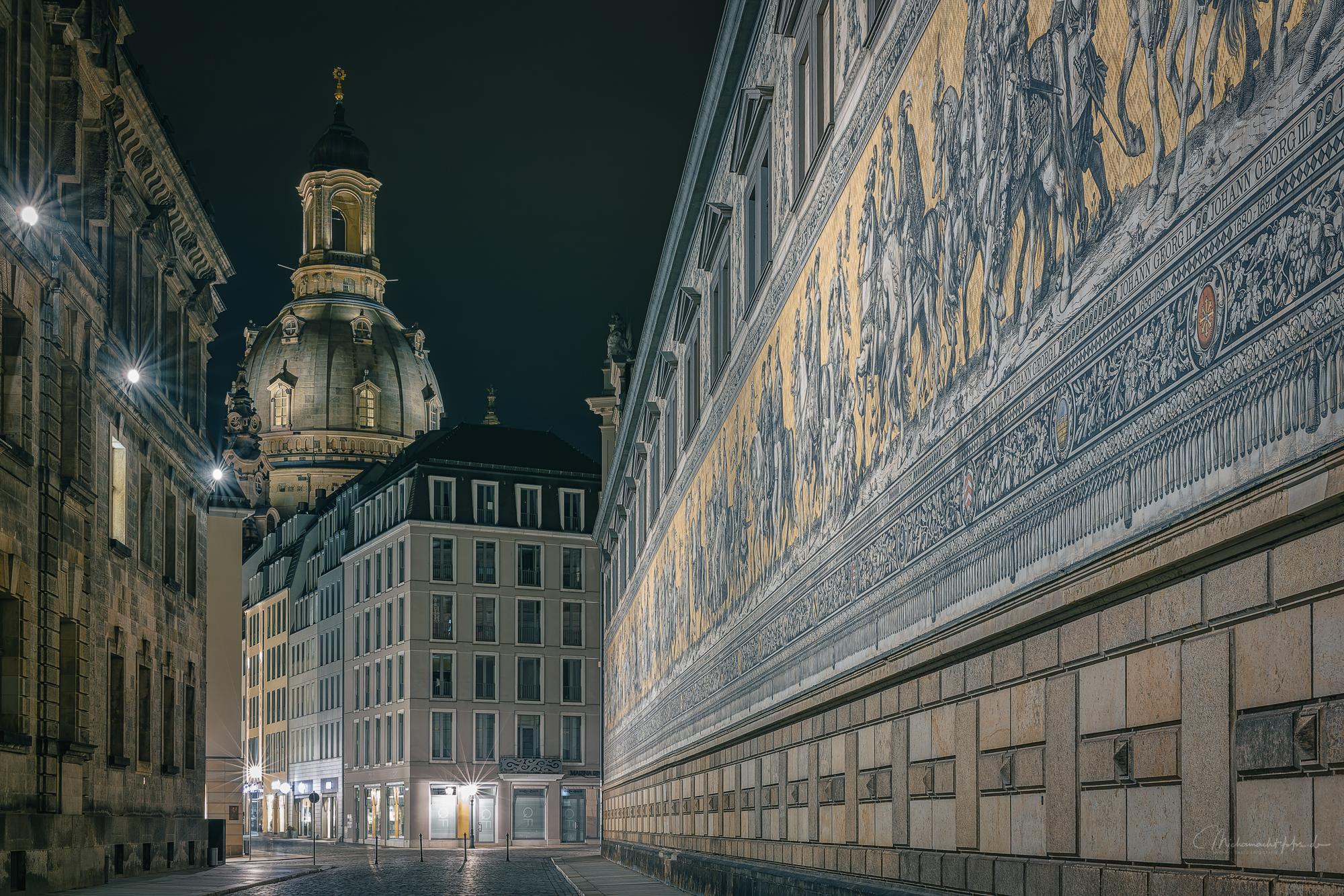 Dresden Fürstenzug mit Frauenkirche, Germany