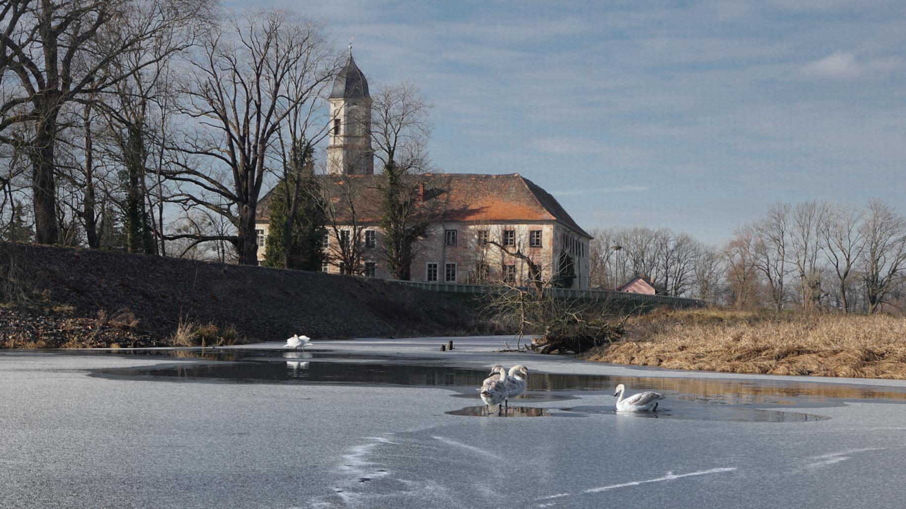Wasserschloss Hemsendorf in Winter, Germany